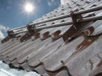 Как это работает: снегозадержатели на крышу и их разновидности