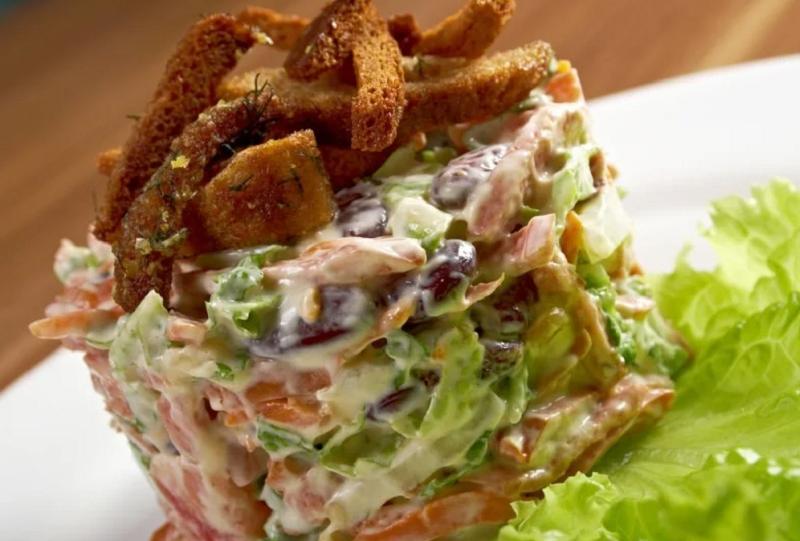 5 салатов из мяса, которые вы захотите попробовать на Новый год