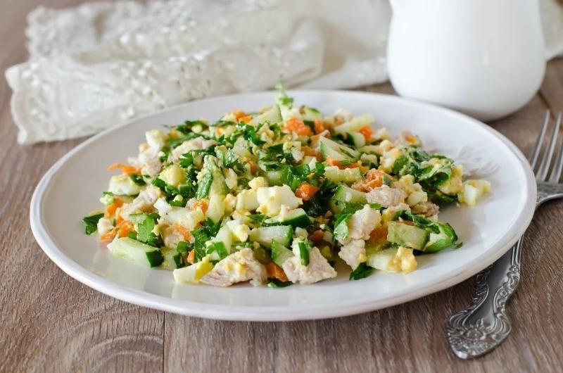 5 вкусных и простых новогодних салатов с солеными огурцами