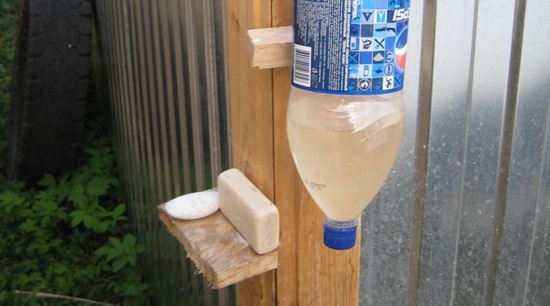 10 полезных поделок из пластиковых бутылок, которым найдется применение на даче
