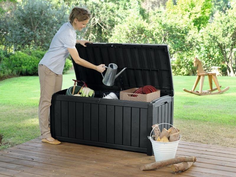6 идей, как задействовать пластиковые ящики на даче или в саду