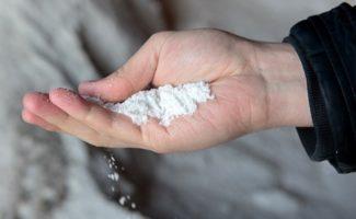 Проверено на практике: посыпаю междурядья солью и сорняков как не бывало