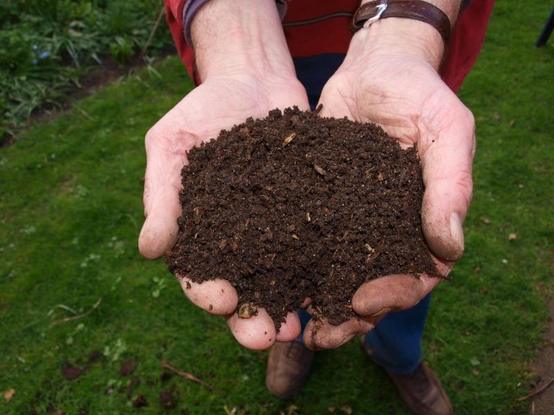 Где хранить землю для рассады, чтобы она не испортилась