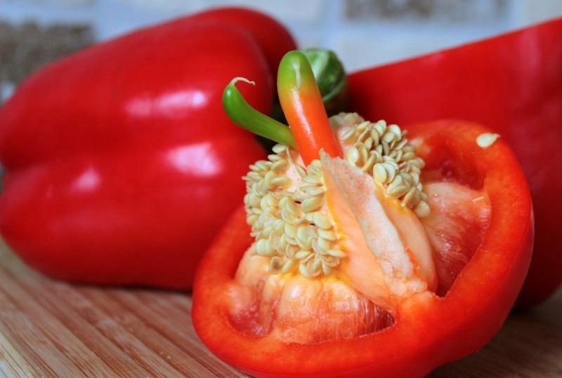 Витаминная зелень для салата из семян перцев — легко и просто