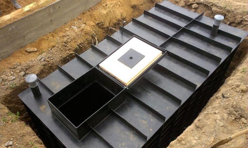 Какой погреб выбрать — пластиковый или металлический
